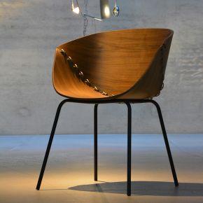 Jan Kurtz Sessel GOSSIP, Gestell: Stahlrohr schwarz 18 mm Sitzschale Nussbaum mit 6 mm Polyester Seil