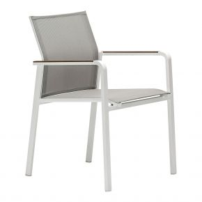 Zebra Stapelsessel BEE Alu-Rahmen pulverbeschichtet white, hochwertiges Textilen light grey, eigelassene Teakarmlehnen
